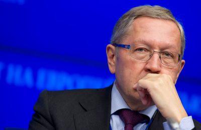 Ο Ρέγκλινγ με τον υπουργό Χρήστο Σταϊκούρα ουδέποτε ανέφερε το θέμα μείωσης του αφορολογήτου.