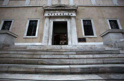 Σε αντίθεση με την Κύπρο όπου οι δικαστές αποφάσισαν αναδρομική καταβολή των αποκοπών της κρίσης