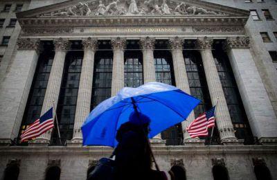 Ο ευρύτερος δείκτης S&P 500, ο οποίος θεωρείται ο πιο ενδεικτικός της γενικής τάσης, έκλεισε με πτώση 10,26 μονάδων (-0,34%), στις 3.004,04 μονάδες