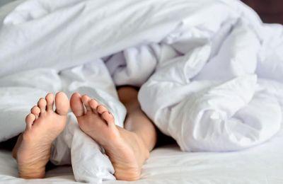 Λιγότερες από επτά έως εννέα ώρες ύπνου έχουν συνδεθεί με σωματικά και ψυχικά προβλήματα,