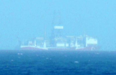 Σύμφωνα με το τουρκικό πρακτορείο το γεωτρύπανο φαίνεται να βρίσκεται περίπου 8 ναυτικά μίλια από την παραλία «Χρυσή Ακτή»
