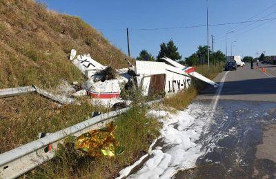 «Χάσαμε τον κινητήρα στον αέρα και κάναμε αναγκαστική προσγείωση. Ευτυχώς, είμαστε όλοι καλά» είπε λίγα λεπτά μετά την αναγκαστική προσγείωση ο πιλότος