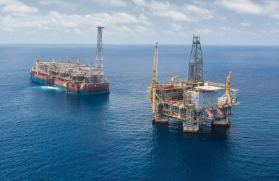 Η πετρελαιοκηλίδα είναι πλάτους περίπου είκοσι μέτρων και μήκους 900