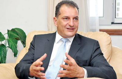 Ο Υπουργός είπε πως «σ' ότι αφορά τις συμφωνίες με τις εταιρείες TOTAL και ENI, αυτή τη στιγμή βρισκόμαστε στο στάδιο της νομοτεχνικής επεξεργασίας των συμφωνιών »