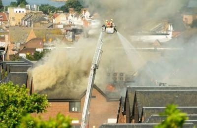Περισσότεροι από 125 πυροσβέστες με 15 πυροσβεστικά οχήματα