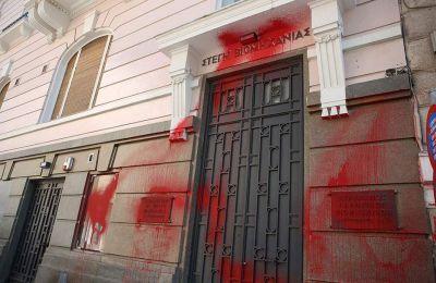 Την Κυριακή συνελήφθησαν άλλα δύο μέλη του «Ρουβίκωνα» για την επίθεση με μπογιές στο κτίριο του ΣΕΒ