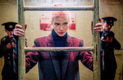 Η άγουρη υποκριτικά Σάσα Λους καταφέρνει να αποδώσει μοναδικά τον χαρακτήρα της Άννας, της αδίστακτης πρακτόρος-εκτελέστριας.