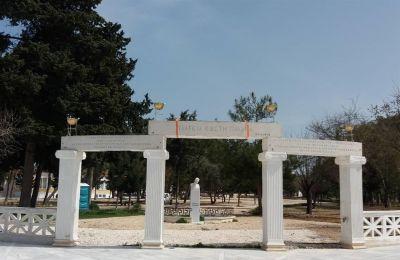 Ο Δημόσιος Κήπος της Πάφου που αποτελεί αναπόσπαστο σημείο αναφοράς και μνήμης για τις προηγούμενες γενιές και που θα πρέπει να συνεχίσει να υπάρχει.