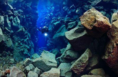 Το υποβρύχιο τοπίο που βλέπουν και βιώνουν οι δύτες στο Silfra δεν βρίσκεται πουθενά αλλού στη Γη.