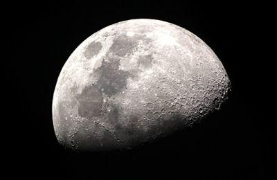 Η Σελήνη πιθανότατα σχηματίσθηκε μετά από μια γιγάντια σύγκρουση ανάμεσα σε ένα σώμα με το μέγεθος του Άρη και την πρώιμη Γη