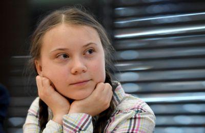 Κάποιοι πίνουν νερό στο όνομα της μικρής, κυρίως για το όραμά της να σώσει τον πλανήτη