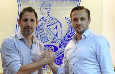 Ο διευθυντής ποδοσφαίρου του Απόλλωνα, Πέτρος Κονναφής, μαζί με τον Σέρβο προπονητή, Ιβάν Βουκομάνοβιτς