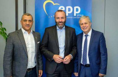 Ο Manfred Weber είχε συνάντηση με τους Ευρωβουλευτές του Δημοκρατικού Συναγερμού, Λευτέρη Χριστοφόρου και Λουκά Φουρλά