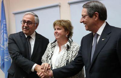 Μεταξύ άλλων ανέφερε στους δύο ηγέτες ότι έγιναν σοβαρά βήματα προόδου για το Κυπριακό