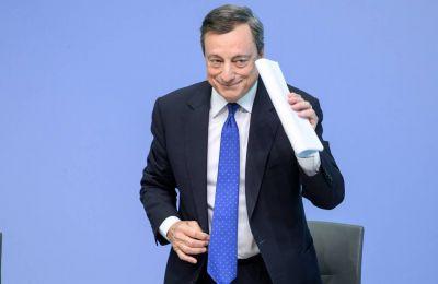 Η Ευρωζώνη διανύει «παρατεταμένη» περίοδο οικονομικής αδυναμίας και ο ορίζοντας είναι γεμάτος απειλές, προειδοποίησε ο πρόεδρος της ΕΚΤ Μάριο Ντράγκι.