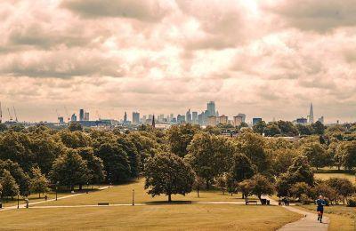 Ο λόφος Primrose Hill προσφέρεται για δραστηριότητες αλλά και για πανοραμική θέα στην πόλη. (ΦΩΤΟΓΡΑΦΙΕΣ: Tom Jamieson/The New York Times)