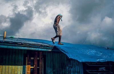 Τουλάχιστον 42 άνθρωποι έχασαν τη ζωή τους στις νήσους Αμπακόου