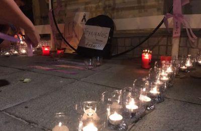 Στην είσοδο με κεριά έχει σχηματιστεί το αρχικό του ονόματος του 14χρονου