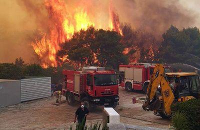 Η φωτιά είναι σε εξέλιξη ακόμα στο τρίγωνο μεταξύ των χωριών Λιθακιά, Αγαλά και Κερί, αλλά δεν έχει ενεργό μέτωπο