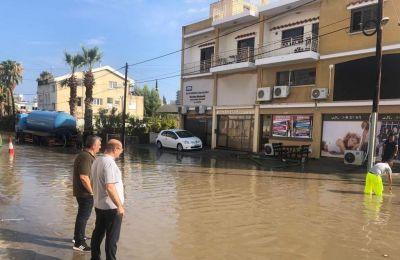 Στόχος του Δήμου, ανέφερε ο κ. Βύρας, είναι να μπορούν τα έργα που βρίσκονται σε εξέλιξη να αποτρέψουν τις ζημίες, ακόμα και σε τόσο μεγάλο όγκο νερού.