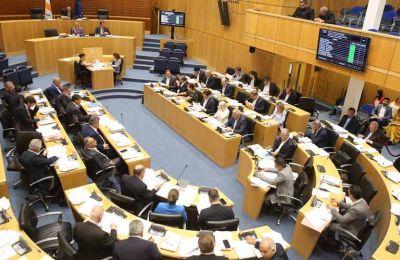 Σύμφωνα με συνταγματολόγους η τροπολογία που προωθείται, αποτελεί τη νόθευση της βούλησης του εκλογικού σώματος ως το ανώτατο όργανο του κράτους