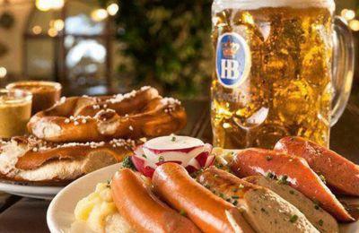 Στο μενού θα βρείτε μεγάλη γκάμα από μπίρες Hofbräu München και πιάτα εμπνευσμένα από την βαυαρέζικη κουζίνα