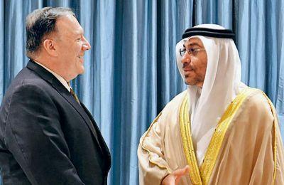Ο Αμερικανός ΥΠΕΞ Μάικ Πομπέο και ο πρίγκιπας διάδοχος Μοχάμεντ μπιν Ζάγεντ αλ Ναϊχάν στη χθεσινή τους συνάντηση, στο Αμπου Ντάμπι.