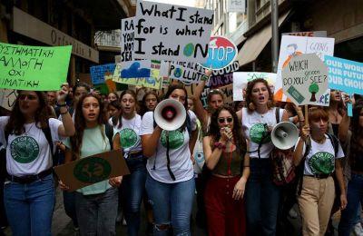 Φωτογραφία από την κινητοποίηση μαθητών στο κέντρο της Αθήνας συνοδεύει την ανάρτηση του πρωθυπουργού σε μέσο κοινωνικής δικτύωσης.