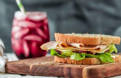 Με φρέσκα υλικά, εκλεκτά τυριά και αλλαντικά, τα σάντουιτς είναι το απόλυτο comfort food κάθε ώρα της ημέρας