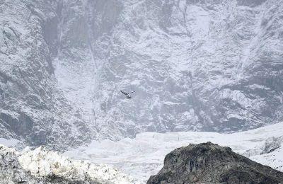 Ο Μιζερόκι έδωσε εντολή να κλείσουν δύο δρόμοι και να εκκενωθούν καλύβες στο ύψους 4.800 μέτρων βουνό