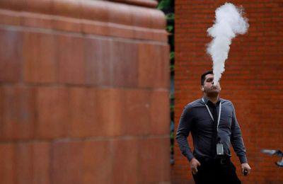 Οι θάνατοι αυτοί έχουν προκαλέσει αναταράξεις και στην αναδυόμενη βιομηχανία του ηλεκτρονικού τσιγάρου