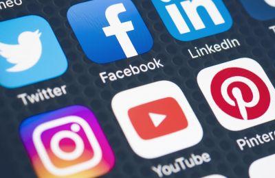 Το Facebook, σύμφωνα με βρετανική έρευνα, είναι η κατεξοχήν πλατφόρμα δράσης των εκστρατειών ψευδούς πολιτικής πληροφόρησης.