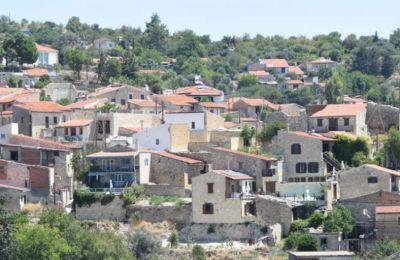 Η διαδρομή από Λεμεσό προς Πάφο, περιλαμβάνει 19 χωριά ανάμεσα σε αυτά η Ερήμη, το Βουνί, το Κοιλάνι, η Λόφου και το Όμοδος