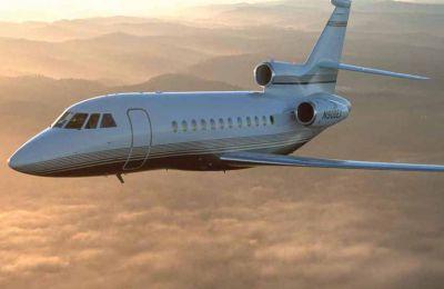 Το κόστος της διαδρομής ανέρχεται γύρω στα 60 χιλιάδες δολάρια και το αεροσκάφος μπορεί να μεταφέρει από 10 μέχρι και 17 επιβάτες. (φωτο: αεροσκάφος Dassault Falcon 900)
