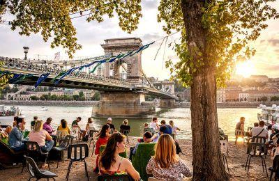 Hλιόλουστο απόγευμα με θέα στον Δούναβη