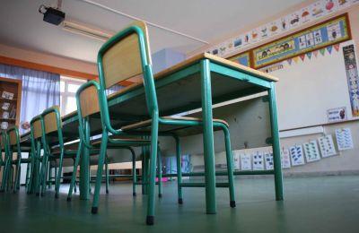 Σημειώνει παράλληλα ότι πλείστα των προβλημάτων που εμφανίζονται από την εφαρμογή της Νομοθεσίας οφείλονται στο Υπουργείο Παιδείας