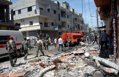 Το Παρατηρητήριο ανέφερε πως πέντε άνθρωποι σκοτώθηκαν και 13 τραυματίσθηκαν, χωρίς να διευκρινίσει αν πρόκειται για αμάχους ή για μαχητές.