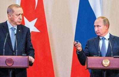 Προ ολίγων εβδομάδων στο Σότσι, ο Τούρκος πρόεδρος προχώρησε στην ηχηρή δέσμευση περί «διατήρησης της πολιτικής ενότητας και της εδαφικής ακεραιότητας της Συρίας». REUTERS/SPUTNIK/ALEXEI DRUZHININ
