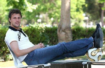 Ο Κόσλεϊ έχει συνεργαστεί μάλιστα με τον Δώνη, όταν ο 50χρονος τεχνικός ήταν προπονητής στη Λάρισα
