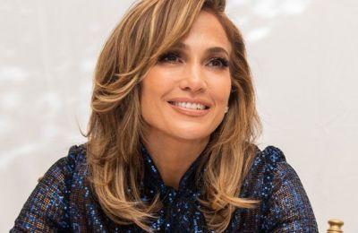 Η Jennifer Lopez με μακρύ καρέ