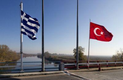 Το δημοσίευμα αναφέρει ότι η ελληνική κυβέρνηση αρνείται κατηγορηματικά ότι γίνονται παράνομες επαναπροωθήσεις από την Ελλάδα.