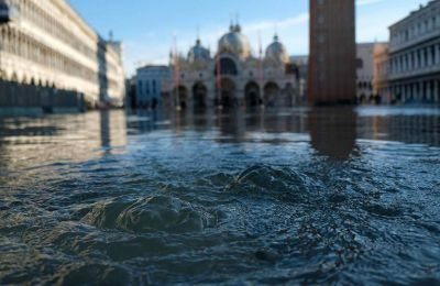 Οι αρχές εκτιμούν το κόστος των ζημιών από το φαινόμενο της Τρίτης σε «πολλές εκατοντάδες εκατομμύρια ευρώ».