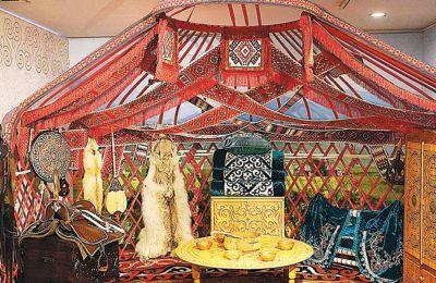 Στην έκθεση παρουσιάζονται 245 αντικείμενα και σύνολα έργων από την προϊστορική περίοδο έως τον 20ό αιώνα.