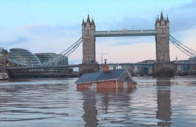 Η ομάδα διαμαρτυρίας, αντέδρασε στη δήλωση του Μπόρις Τζόνσον ότι οι πλημμύρες στο Ηνωμένο Βασίλειο δεν απαιτούν «σχέδιο έκτακτης ανάγκης».
