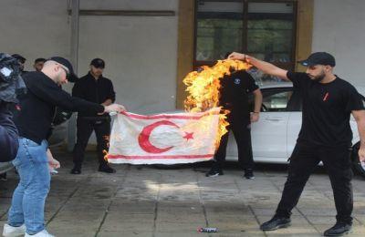 Προστίθεται ότι «υπό αυτές τις συνθήκες αναμένουμε από τη διεθνή κοινότητα να καλέσει την ε/κ πλευρά και την Ελλάδα να αποφεύγουν τις δηλώσεις»