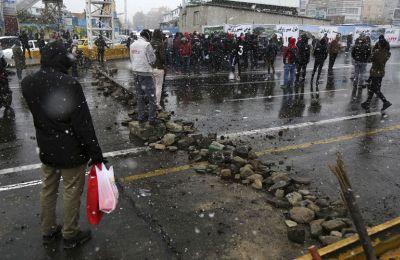 Οι κινητοποιήσεις μέσα σε σύντομο χρονικό διάστημα μετατράπηκαν σε αιματηρές συγκρούσεις με τις δυνάμεις καταστολής