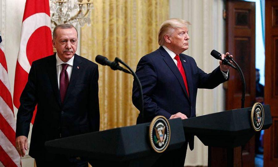 Παρά τα εγκωμιαστικά σχόλια του Αμερικανού προέδρου για τον Τούρκο ομόλογό του, οι ΗΠΑ έχουν αναγάγει την υπόθεση της αγοράς ρωσικών πυραύλων S-400 από την Αγκυρα σε λυδία λίθο των αμερικανοτουρκικών