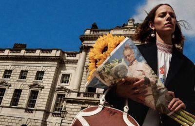 Η Prada επιστρατεύει ένα νέο μέσο για να προωθήσει τη διαφημιστική της καμπάνια για τη συλλογή resort 2020