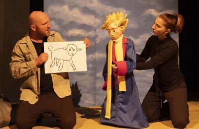 Το παραμύθι μεταφέρει στα παιδιά σημαντικά μηνύματα για  την φιλία, την αγάπη και τη δύναμη της φαντασίας.