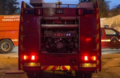 Στο σημείο κλήθηκαν δύο πυροσβεστικά οχήματα.